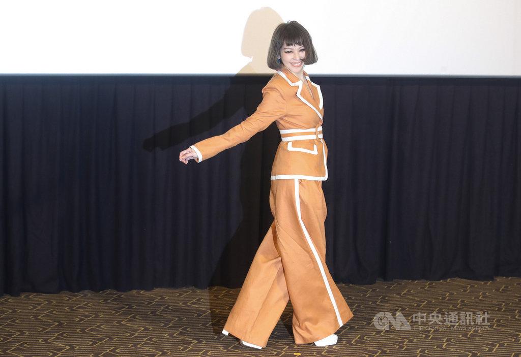 睽違14年,歌手徐若瑄11日在台北舉辦新歌加精選I'm V發片記者會,重返歌壇。中央社記者張新偉攝 109年9月11日