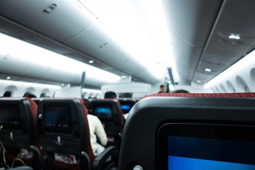 民航局12日證實,發文要求國籍航空公司申請飛航類出國航班時,要事先附上航路圖,且不得任意變更。(示意圖/圖取自Pakutaso圖庫)