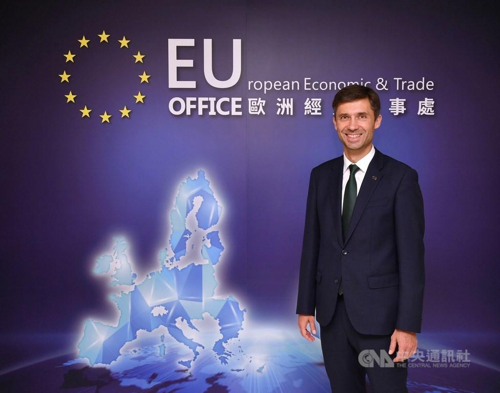 歐盟投資論壇22日將首度在台灣登場。歐盟駐台代表高哲夫說,在後疫情全球供應鏈重整的時代,與歐盟理念相近的台灣能在歐洲新經濟扮演重要角色。中央社記者王飛華攝 109年9月12日