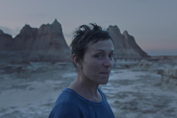 第77屆威尼斯影展由中國旅美女導演趙婷執導、美國女星法蘭西絲麥朵曼(圖)主演的「無依之地」勇奪最高獎項最佳影片金獅獎。(圖取自威尼斯影展網頁.labiennale.org)