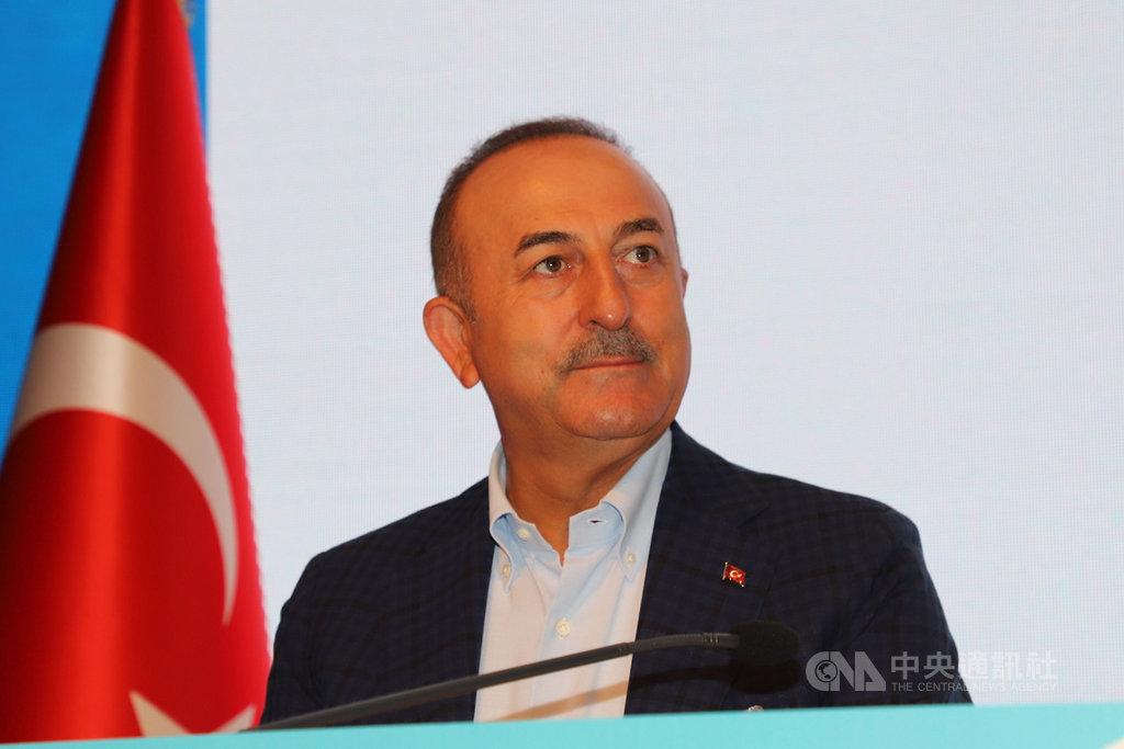 土耳其外交部長卡夫索格魯14日表示,東地中海能源探勘政策沒有改變,安卡拉願透過對話與希臘解決爭端。圖為卡夫索格魯6月20日在南部安塔利亞出席活動。中央社記者何宏儒安塔利亞攝 109年9月14日