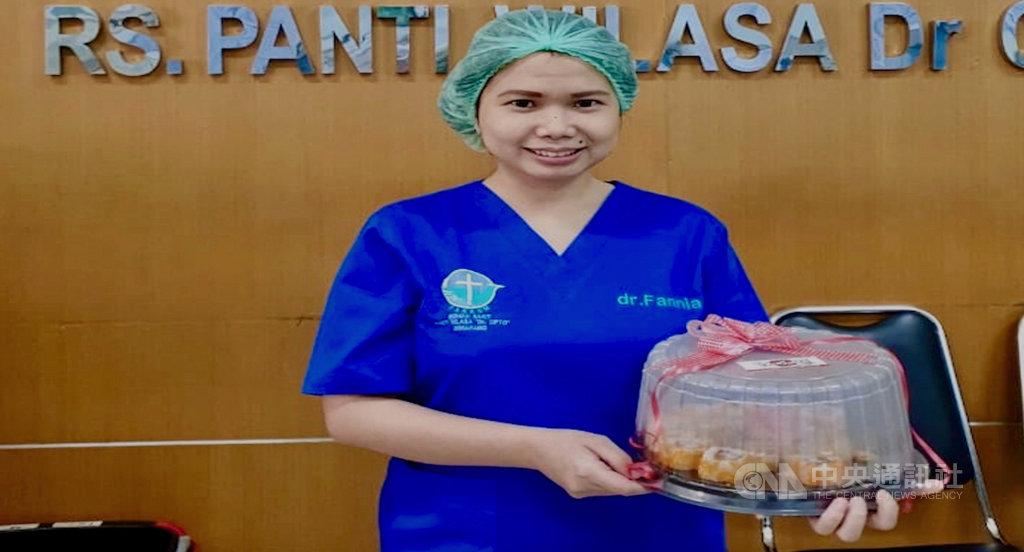 印尼民間團體在4月發起慈善活動,號召民眾每週供餐給在前線抗疫的醫護人員,活動在台灣、馬來西亞等地都曾舉辦。(瑪麗亞摩尼克最後願望基金會創辦人納塔莉亞提供)中央社記者石秀娟雅加達傳真  109年9月14日