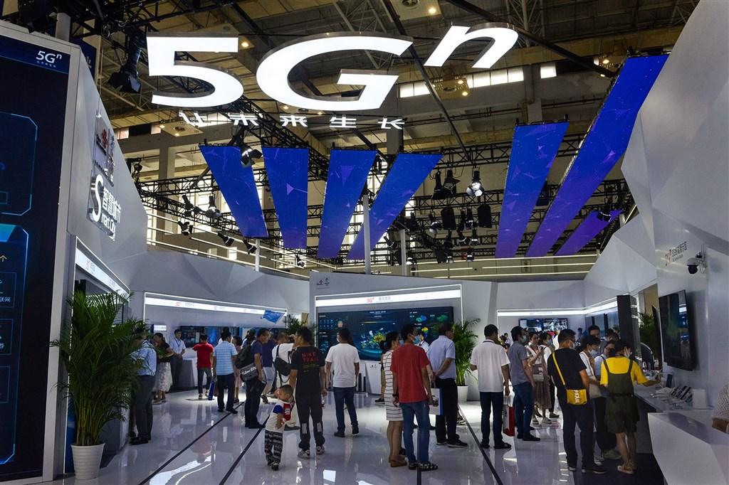 分析師指,中國將在十四五規劃中宣布投入第3代半導體,同時全力發展AI、物聯網技術。在未來的5G時代,中國仍對全球具影響力。圖為在中國寧波舉辦的2020世界數字經濟大會暨第十屆智博會。(中新社)