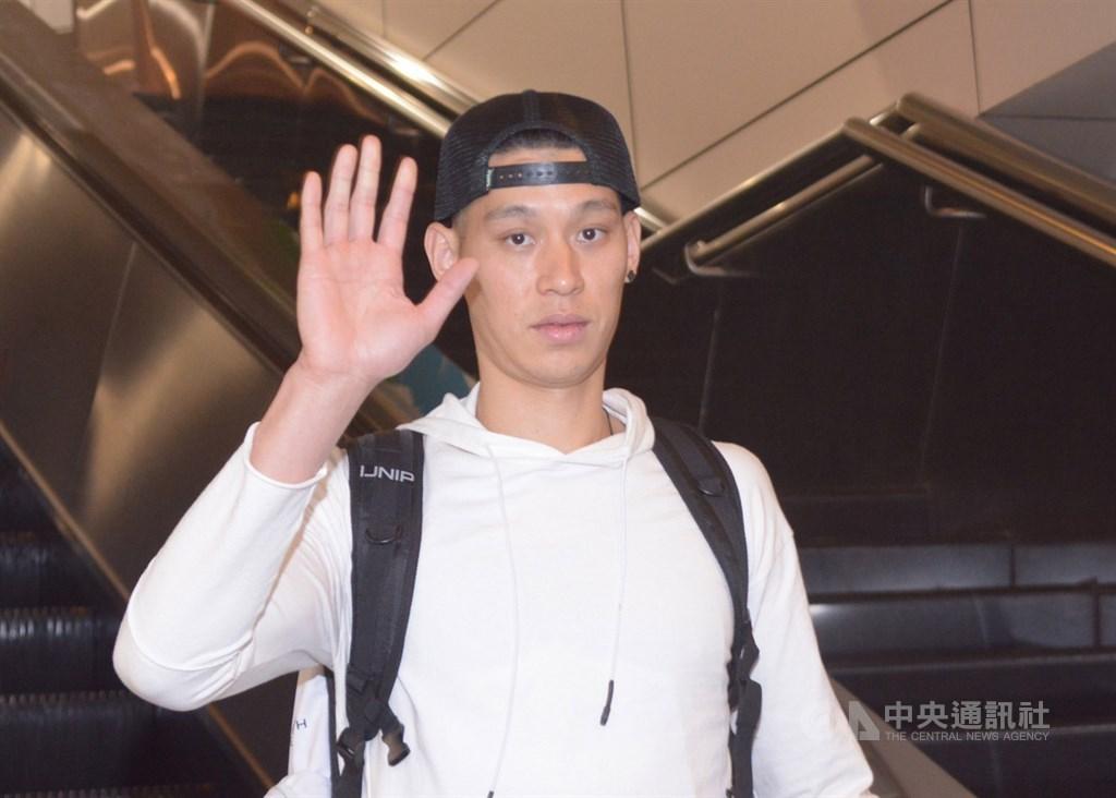 林書豪已取得中華民國護照,外界關注新球季能否改以「內援」身分在CBA出賽,但他15日在微博發布影片宣布,今年不回首鋼。(中央社檔案照片)