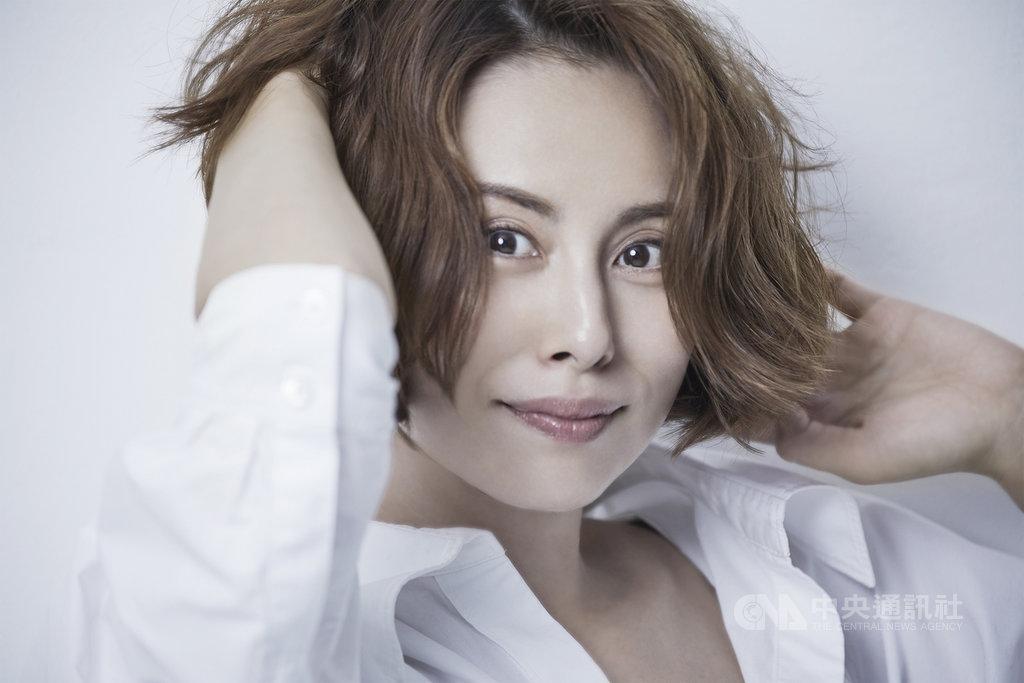 大膽影射日本多起政治醜聞的日本奧斯卡年度最佳電影「新聞記者」,宣布將改編影集版,由收視率女王米倉涼子獨挑大梁擔綱女主角。(Netflix提供)中央社記者葉冠吟傳真 109年9月15日