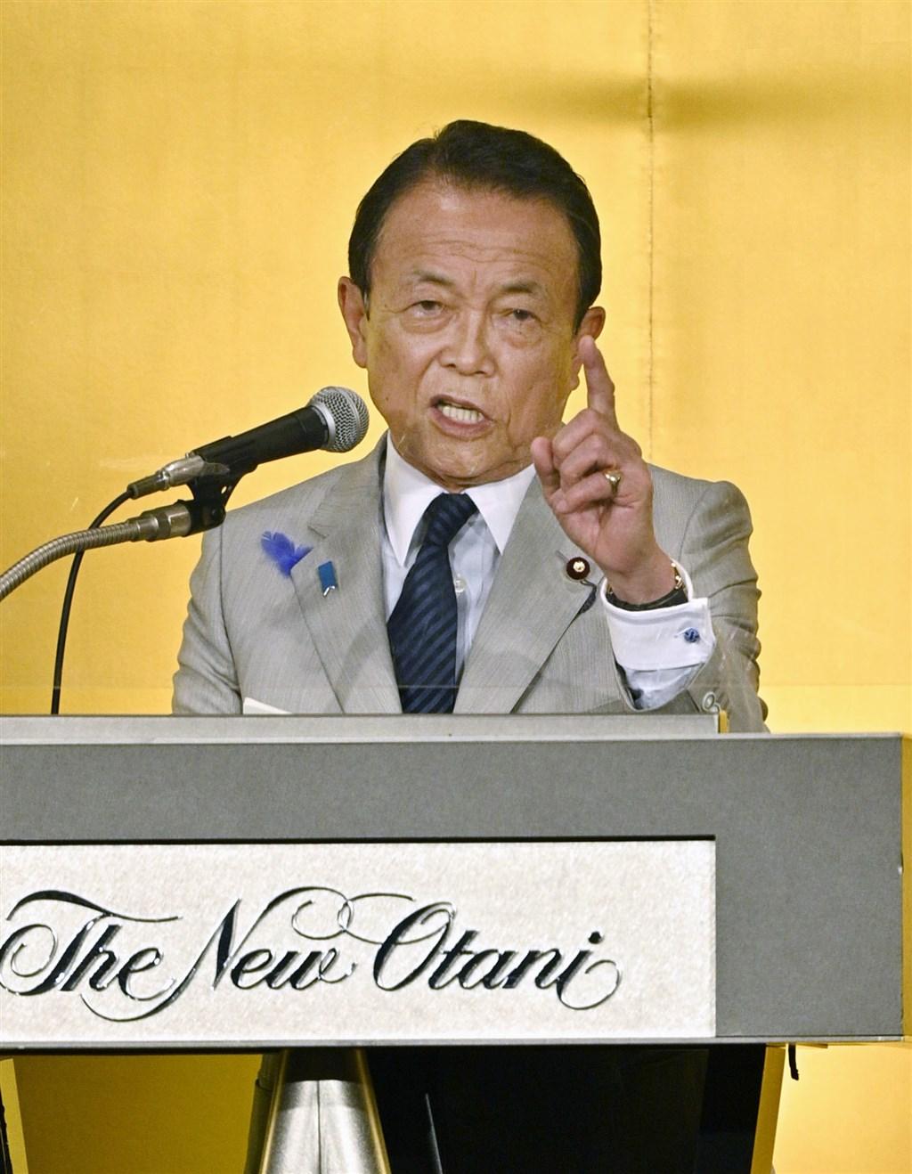 日本媒體報導,即將擔任下任首相的自民黨新任總裁菅義偉,計劃任命原副首相暨財務大臣麻生太郎(圖)續任這兩個職位。(共同社)