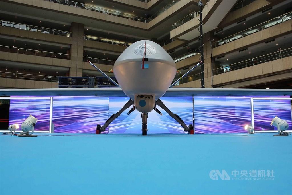 媒體報導,由中科院自製的第二代新構型騰雲無人機16日成功試飛。中科院晚間發布新聞稿澄清,並非新構型的騰雲無人機。圖為2019年8月新版騰雲大型無人機首次亮相。(中央社檔案照片)