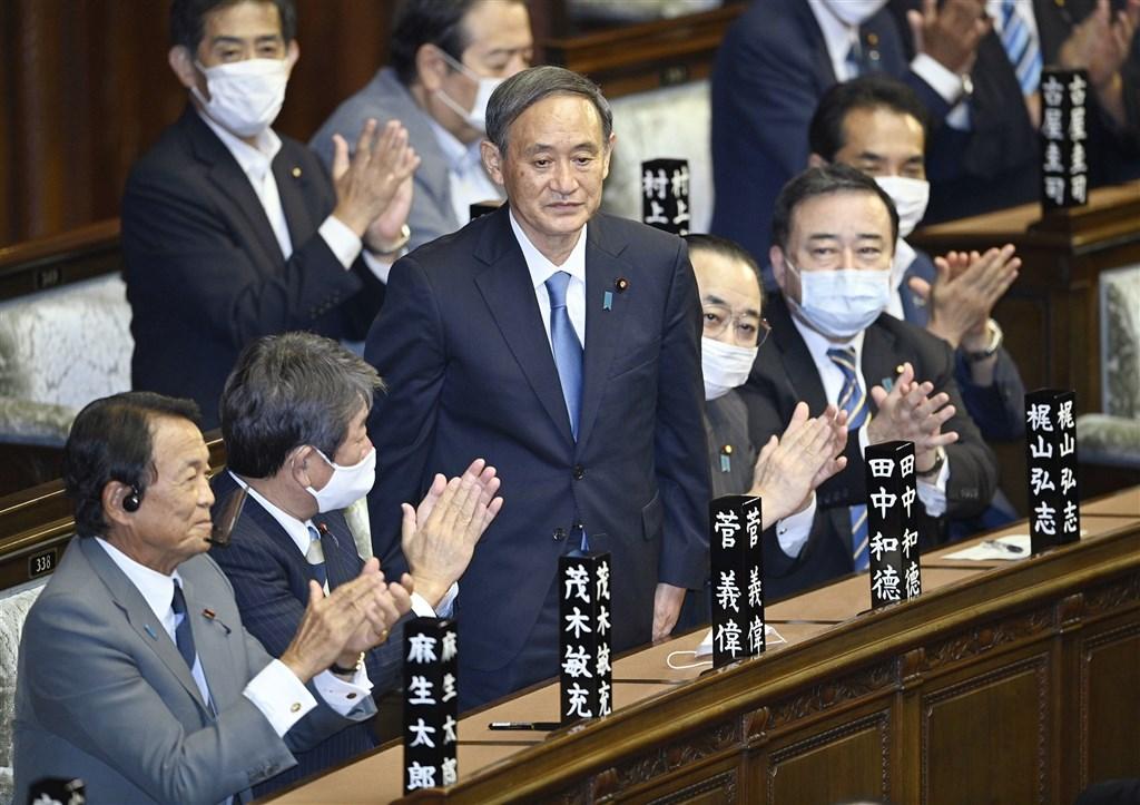 日本國會16日下午舉行臨時會進行首相指名選舉,眾議院以314票通過菅義偉(前左3)為第99任首相。(共同社)