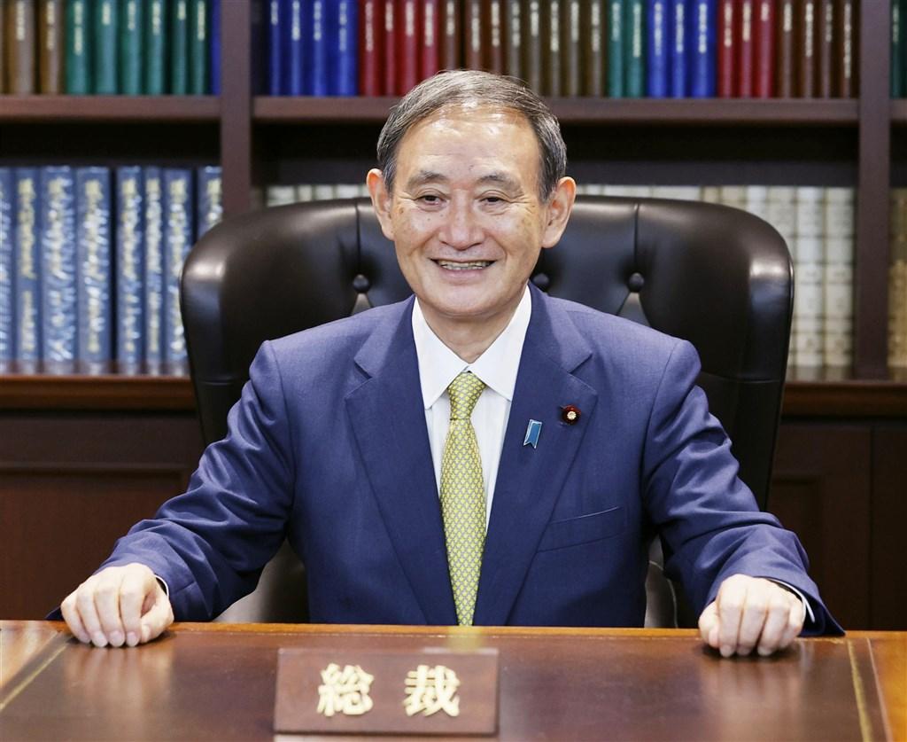 日本新任首相菅義偉16日率領所有閣員,在皇居經過日皇德仁親自任命及認證後,「菅內閣」正式上路。(共同社)