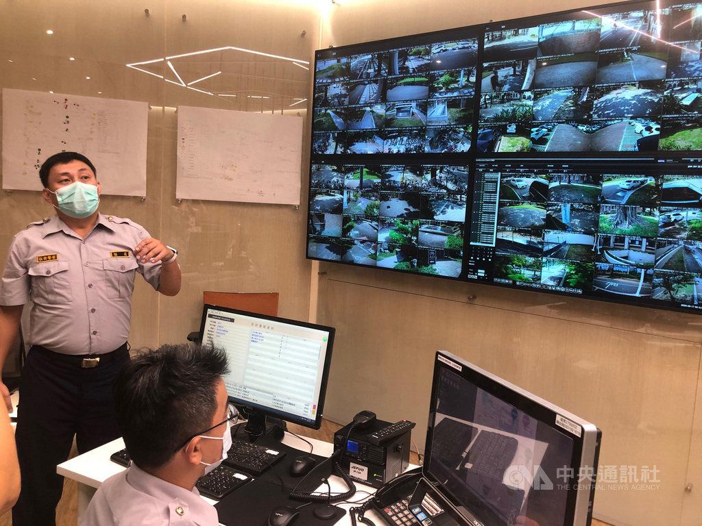 成功大學17日宣布啟用校園安全作業中心,將人工智慧(AI)導入校安運作,讓校警能更快速抵達事故現場。中央社記者張榮祥台南攝  109年9月17日