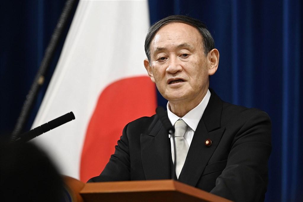 日本新任首相菅義偉所組成的內閣16日正式上路,他在記者會談到施政抱負時強調,當務之急是做好防疫工作及兼顧拚經濟。(共同社)