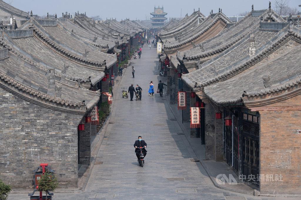 山西平遙古城建於西周宣王時期,被稱為中國保存最為完好的四大古城之一。陸媒17日報導,近期有224戶民房,陸續被貼上封條強制收歸國有。(中新社提供)中央社 109年9月18日