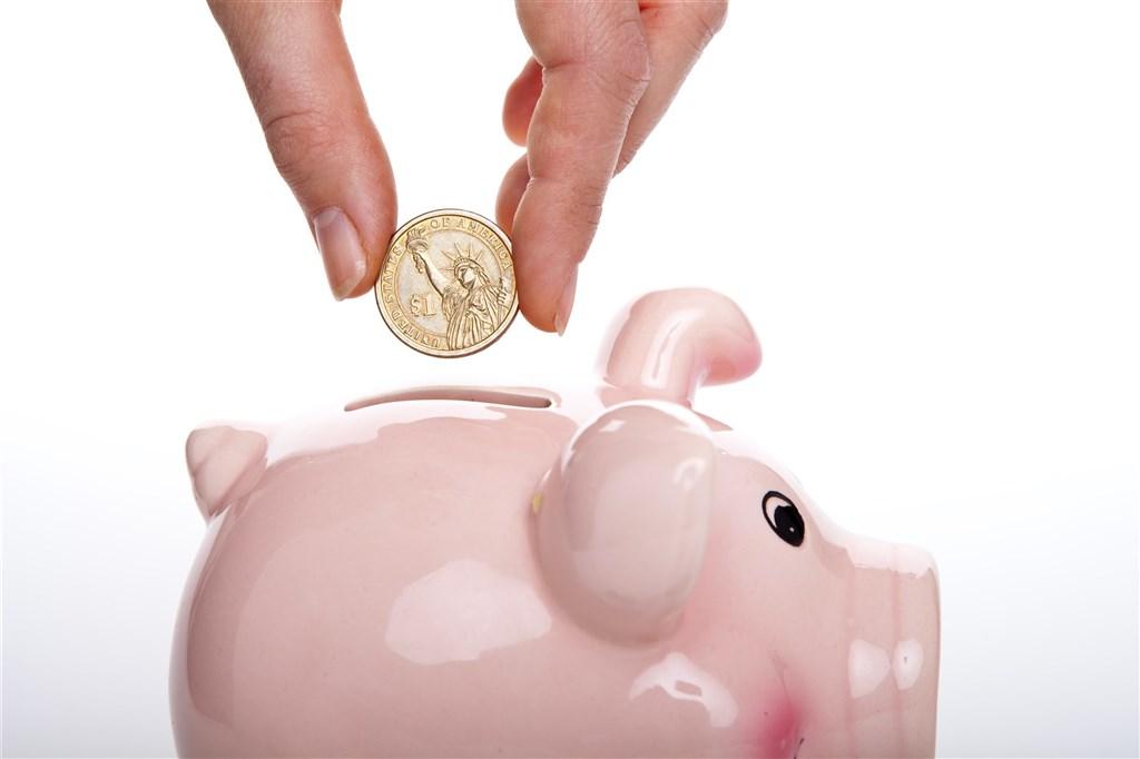 2018年bankrate.com的調查指出,在美國介於18到53歲的人,有25%沒有積蓄;另外25%的人,積蓄只夠支付3個月的生活開銷。(示意圖/圖取自Unsplash圖庫)