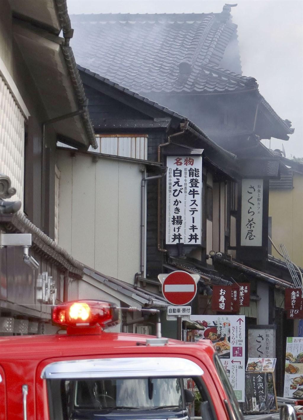 日本三名園之一兼六園的園區外一間餐飲店21日發生火警,火勢延燒約一小時後被撲滅,無人傷亡,也未波及兼六園。(共同社)