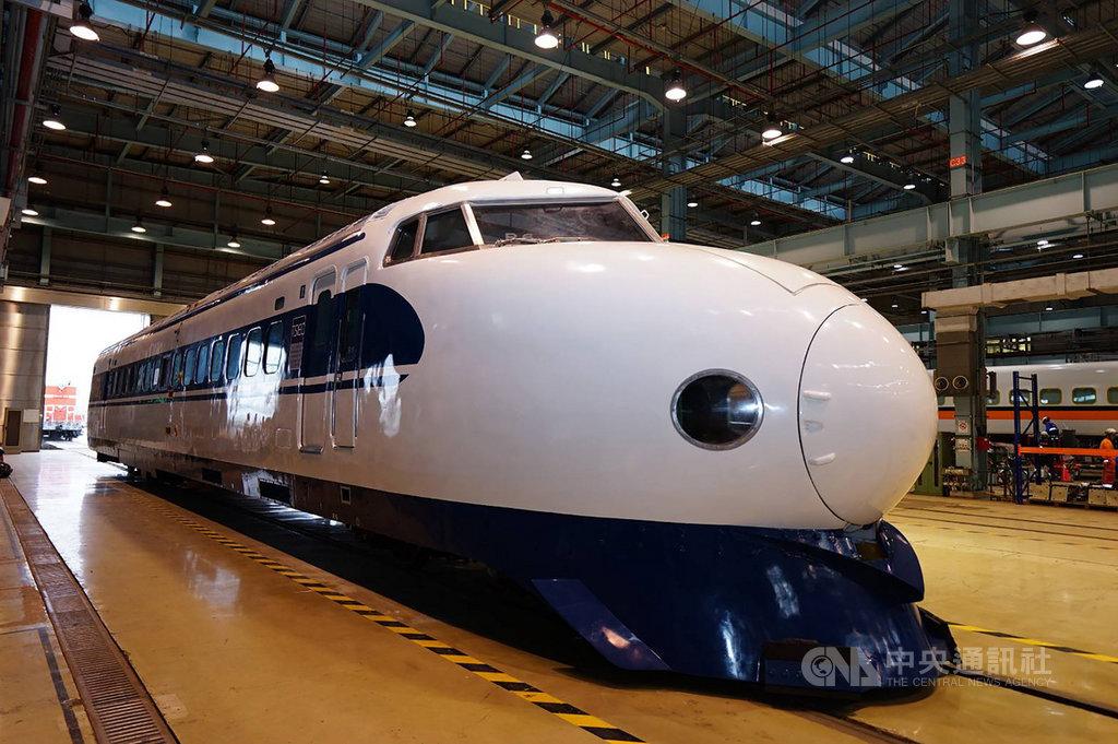 日本新幹線0系是全球最早高鐵列車,於2008年正式除役,僅有2輛輸出日本海外,一輛在台灣。台灣高鐵公司22日說,已修復暱稱為「花魁車」的0系車輛,將落腳台南成新地標。(台灣高鐵提供)中央社社記者汪淑芬傳真 109年9月22日
