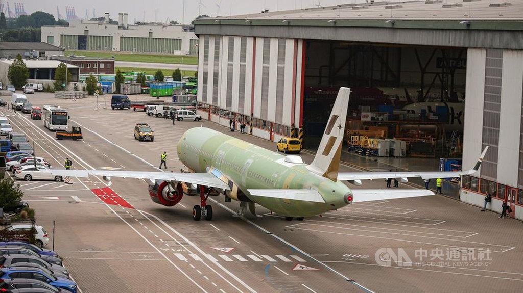 星宇航空第4架單走道A321neo飛機,預定10月底交機回台灣,星宇也在臉書公開飛機編號B-58204,與其他國籍航空目前在飛機編號首尾數字跳過4的做法不同,星宇航空回應無忌諱,不會刻意避開。(星宇航空提供)中央社記者汪淑芬傳真  109年9月22日