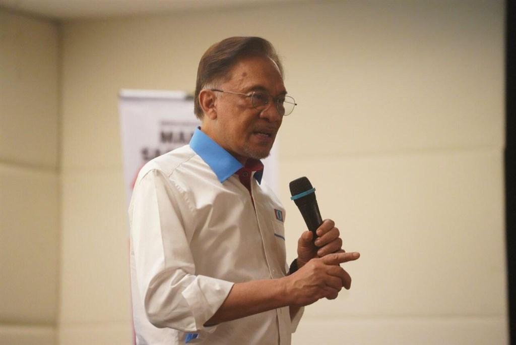 馬來西亞媒體報導,公正黨主席安華(圖)目前已掌握123個國會多數議席,只要獲得國家元首同意,即可執政。(圖取自facebook.com/anwaribrahim.keadilan)