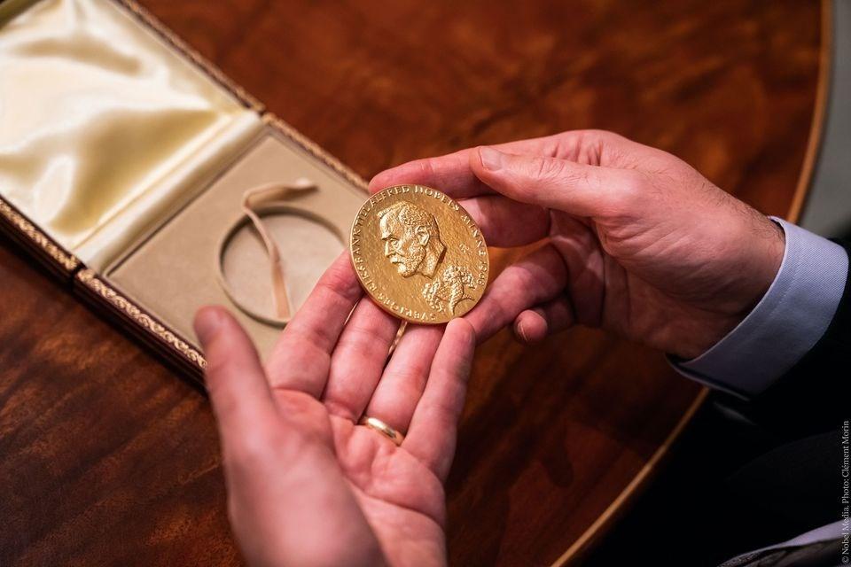 諾貝爾獎基金會24日宣布,諾貝爾獎得主的獎金2020年將從900萬提高至1000萬瑞典克朗(約新台幣3200萬元)。(圖取自facebook.com/nobelprize)