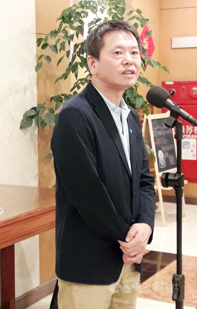 國民黨立法院黨團總召林為洲(圖)24日在立法院接受媒體聯訪時表示,台美中關係複雜,如果美國真正要幫助台灣,就應該用實際行動支持台灣,最好的方法就是「台美復交」和「台美協防」,大家可以來努力。中央社記者范正祥攝 109年9月24日