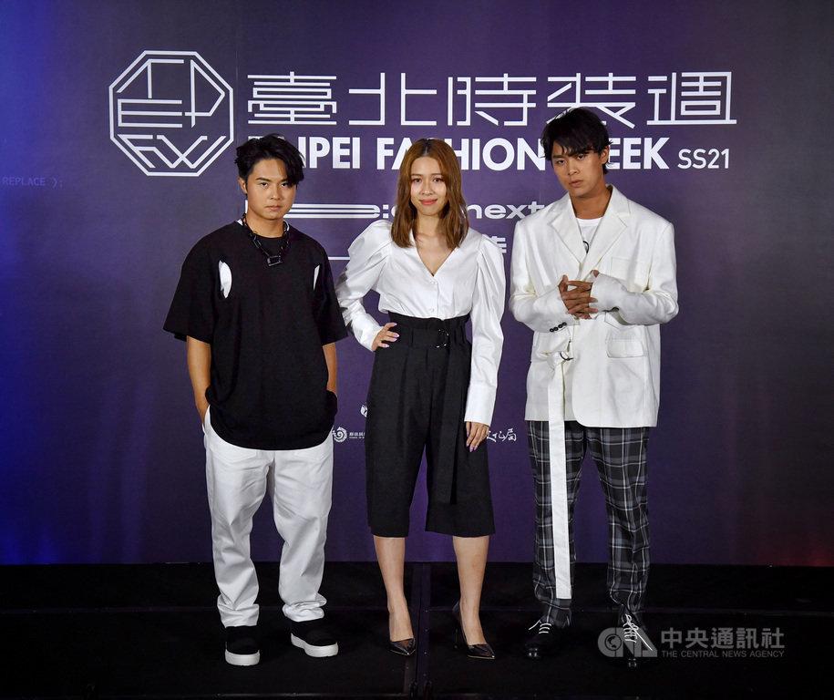 「2020台北時裝週SS21」即將盛大登場,24日在台北舉行展前記者會,邀請樂團「告五人」為眾人演繹時尚服飾。中央社記者王飛華攝 109年9月24日