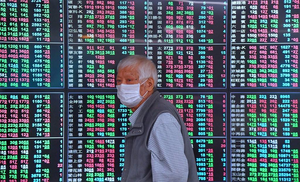 台股25日收在12232.91點,較上週下跌642.71點,跌幅約4.99%。(中央社檔案照片)