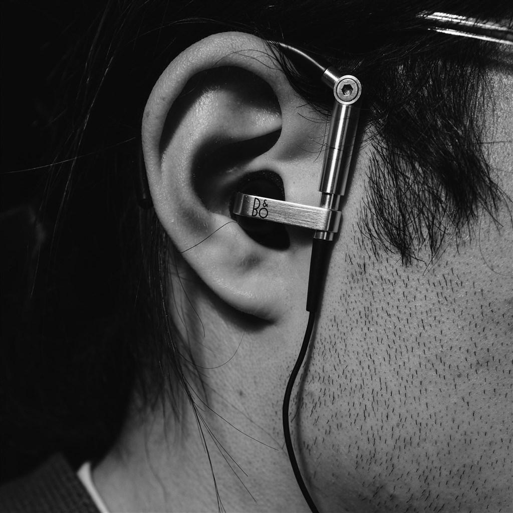 一名單側聽損民眾向立委陳情,考取北捷,卻被告知必須兩耳聽力合格,因此沒被錄用。(示意圖/圖取自Unsplash)