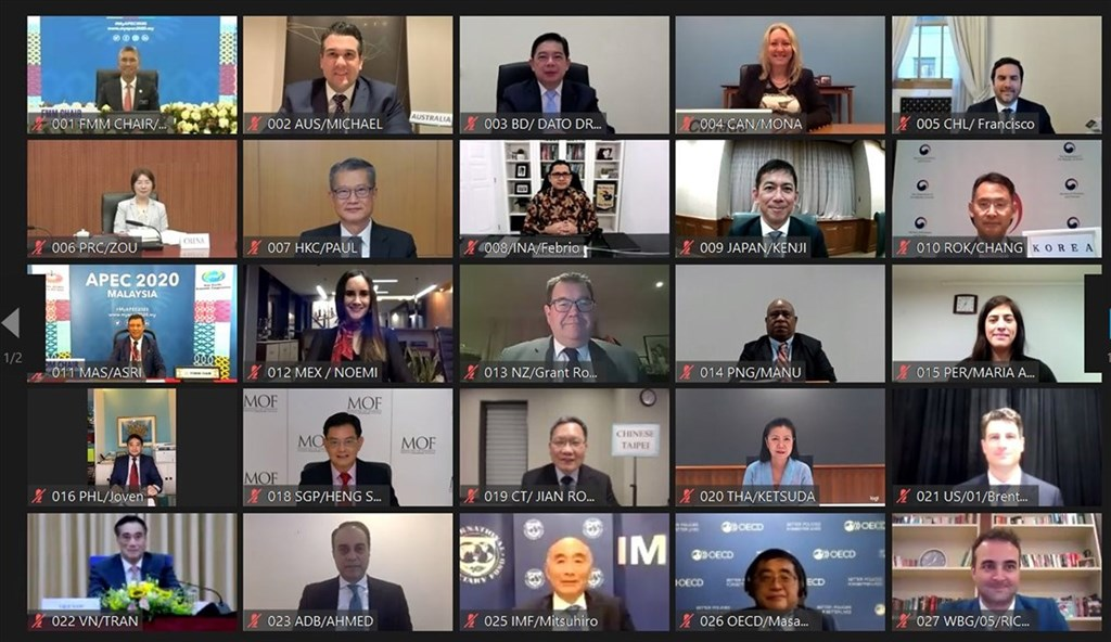今年亞太經濟合作(APEC)財長會議25日以視訊方式舉行,財政部長蘇建榮(第4行正中間))於會中表示,台灣2020年及2021年長債比率仍在可控範圍,且為APEC少數維持在35%以下經濟體。(財政部提供)中央社記者吳佳蓉傳真 109年9月26日