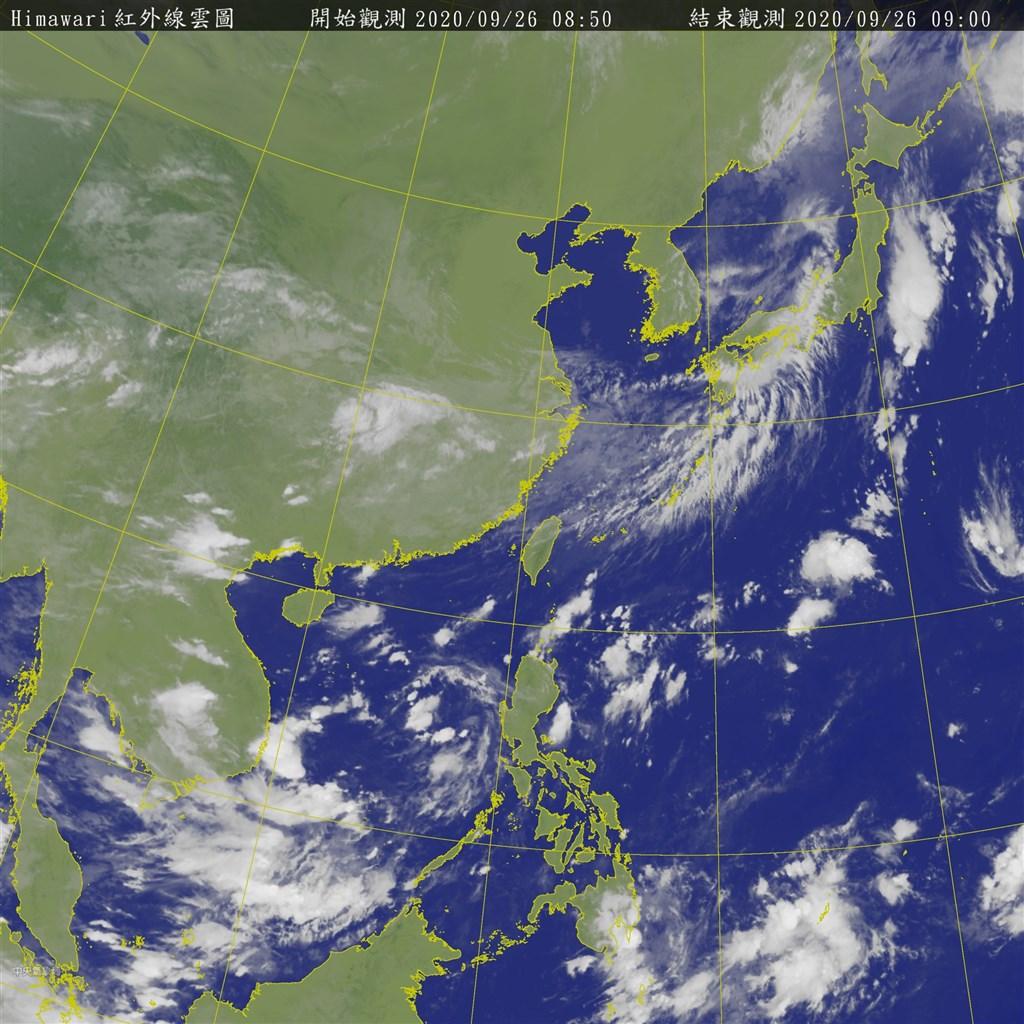 氣象專家吳德榮表示,10月2日起東北風轉偏東風,背風面西半部大多為晴時多雲,東半部偶有局部短暫雨的機率。圖為9月26日上午8時50分的衛星雲圖。(圖取自中央氣象局網頁cwb.gov.tw)