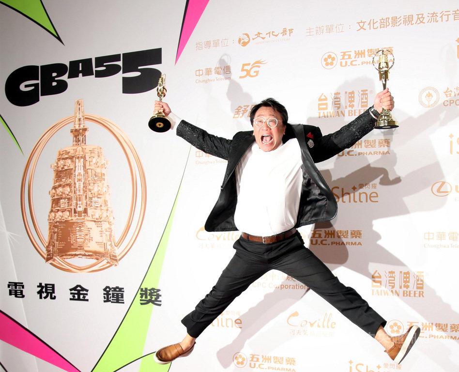 第55屆電視金鐘獎頒獎典禮26日晚間在台北國父紀念館舉行,演員游安順一舉拿下迷你劇集/電視電影男配角獎與男主角獎。中央社記者張新偉攝 109年9月26日