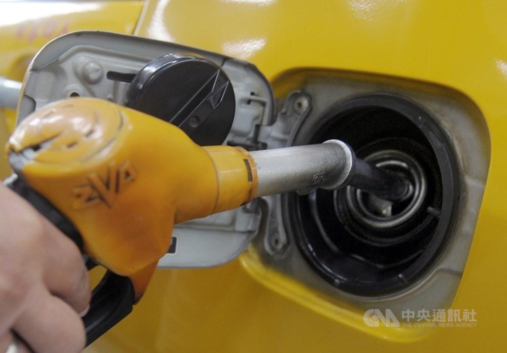 台灣中油28日凌晨零時起調降柴油每公升新台幣0.1元,汽油價格不調整。(中央社檔案照片)