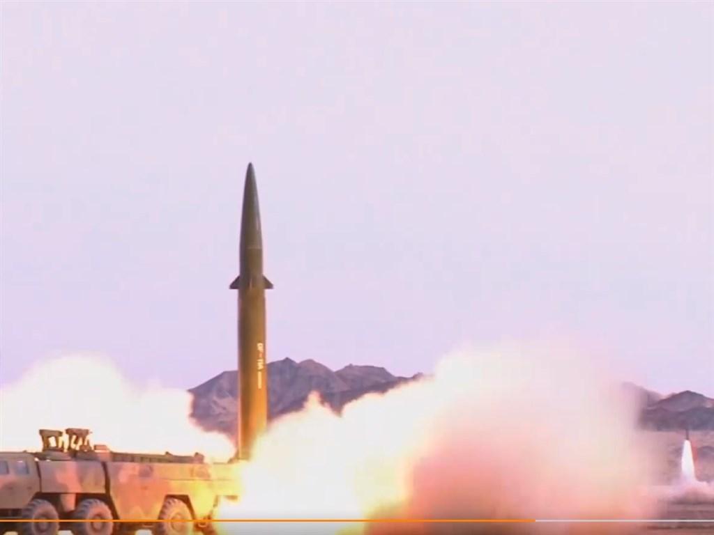 解放軍東部戰區24日發布一支試射飛彈的影片,被發現是用舊片剪接而成。(圖取自解放軍報微博weibo.com)