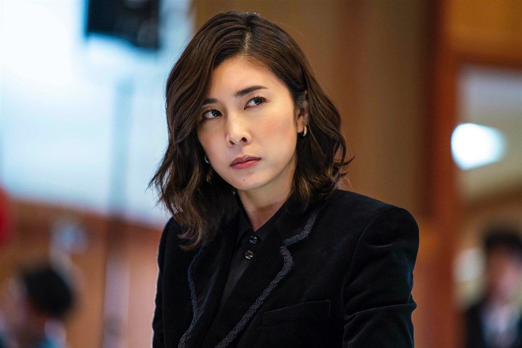日本女星竹內結子傳自殺身亡,享年40歲。圖為日劇「醜聞專門律師QUEEN」劇照。(圖取自twitter.com/queen_scandal)