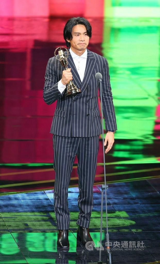 第55屆電視金鐘獎頒獎典禮26日晚間舉行,戲劇節目最佳男主角獎由姚淳耀以「鏡子森林」奪得。中央社記者謝佳璋攝 109年9月26日