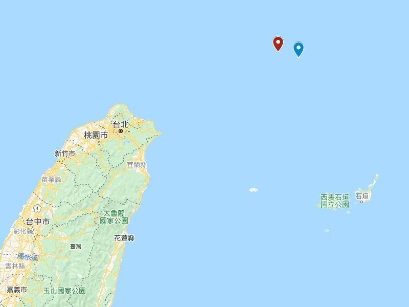 蘇澳籍漁船「新凌波236」27日下午在釣魚台西方12浬處(東經123度15分、北緯25度48分,紅標處)作業時,遭日本海上保安廳公務船衝撞。藍標為釣魚台。(圖取自Google地圖網頁google.com/maps)