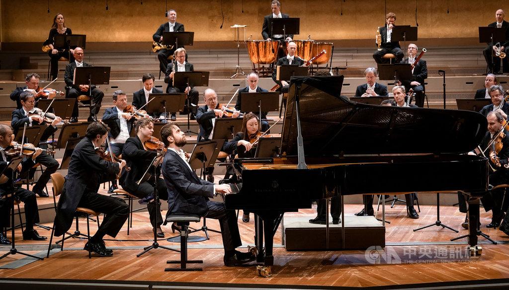 魯賓斯坦大賽金獎、柴可夫斯基大賽鋼琴金獎得主丹尼爾.特里福諾夫(Daniil Trifonov),10月將在台灣舉行5場音樂會,包括3場獨奏會,2場協奏會共4套曲目,演出13名作曲家作品,以深厚的藝術涵養挑戰自己。(牛耳藝術提供)中央社記者趙靜瑜傳真 109年9月29日