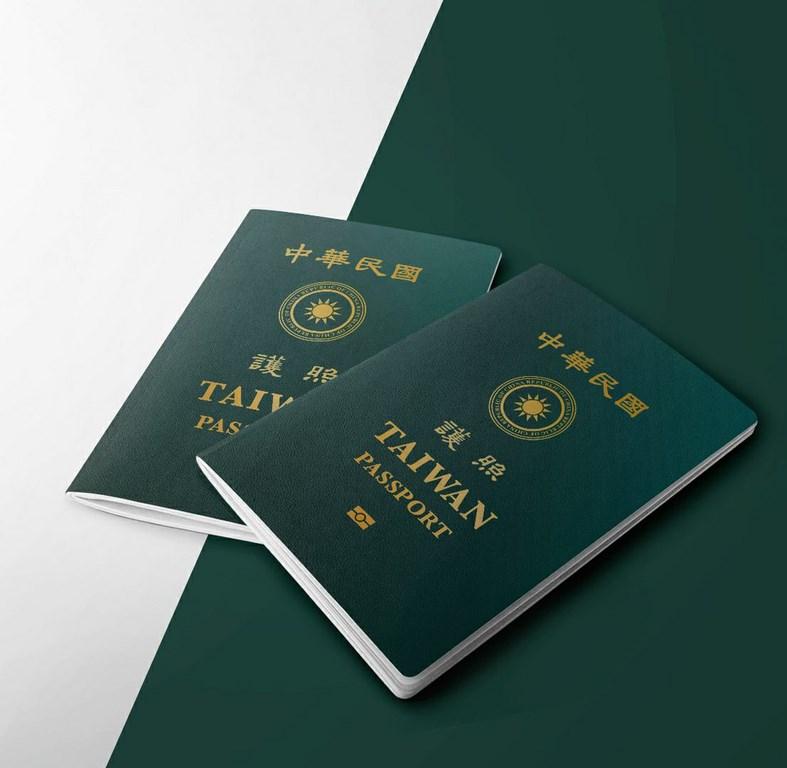 外交部領務局長葉非比29日表示,新版護照目前正進行打樣、設計、測試,預計110年1月發行。(外交部提供)