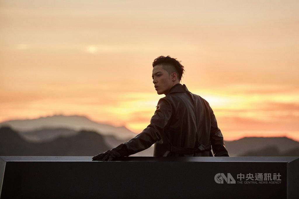 歌手J.Sheon以專輯「巷子內」入圍第31屆金曲獎最佳國語男歌手獎,J.Sheon表示,這回問鼎金曲的專輯大膽嘗試過往想挑戰的風格,在副歌中加入大量假音,也找回過去在網路翻唱時期的自己。(索尼音樂提供)中央社記者王心妤傳真 109年9月30日
