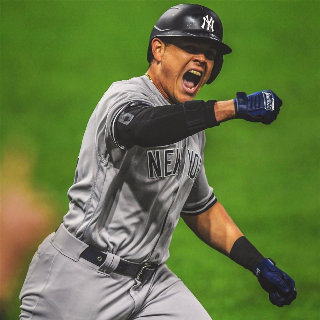 美國職棒外卡系列賽第2天,紐約洋基隊4局上厄謝拉(圖)轟出滿貫全壘打,但與數度與印地安人隊戰成平手,最終以10比9險勝。(圖取自twitter.com/Yankees)