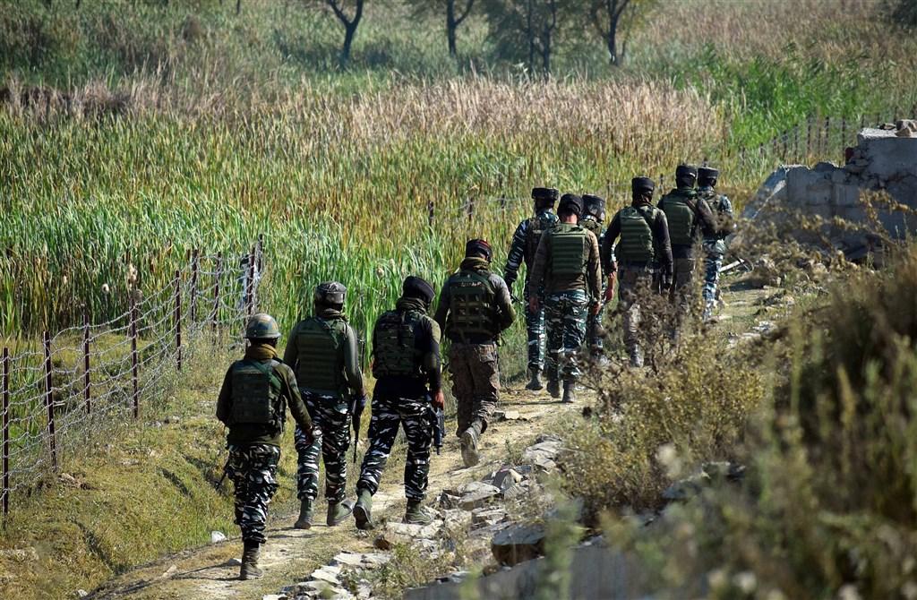 印度外交部長蘇杰生12日表示,2020年夏天印中爆發致命邊界衝突後,印度對中國的信任受到嚴重損害。圖為印度士兵在克什米爾巡視。(安納杜魯新聞社)