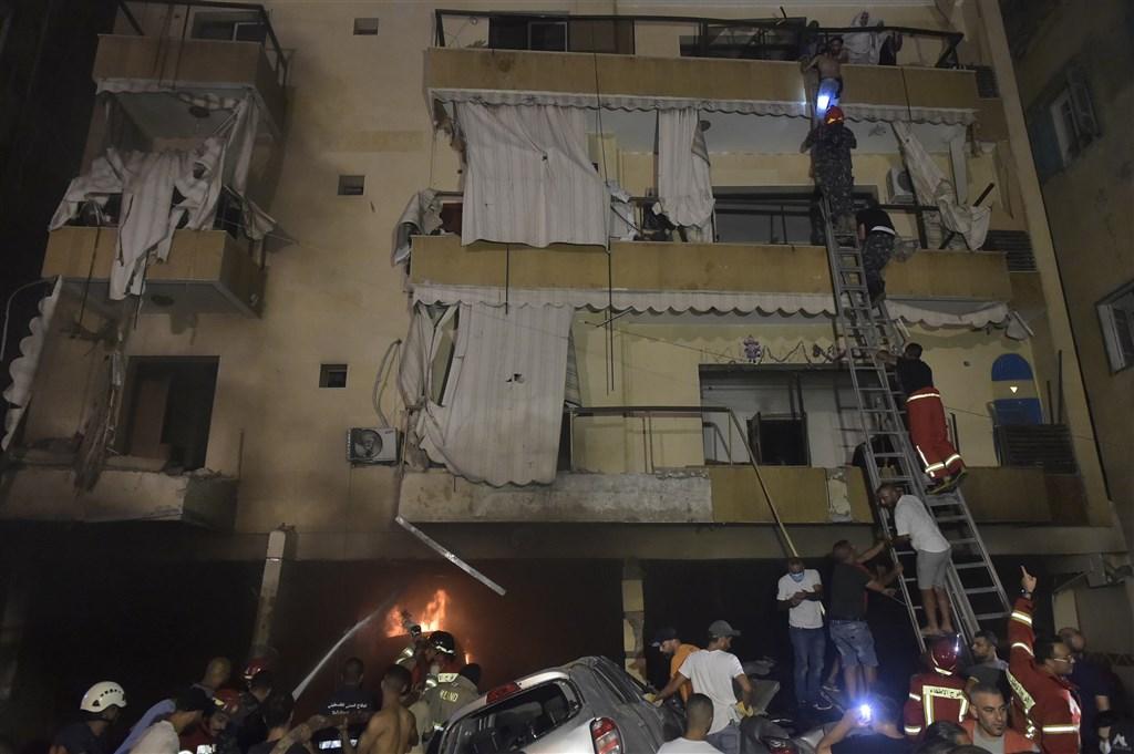 黎巴嫩首都貝魯特9日發生儲油槽爆炸事件,搜救人員表示有4人罹難。(安納杜魯新聞社)