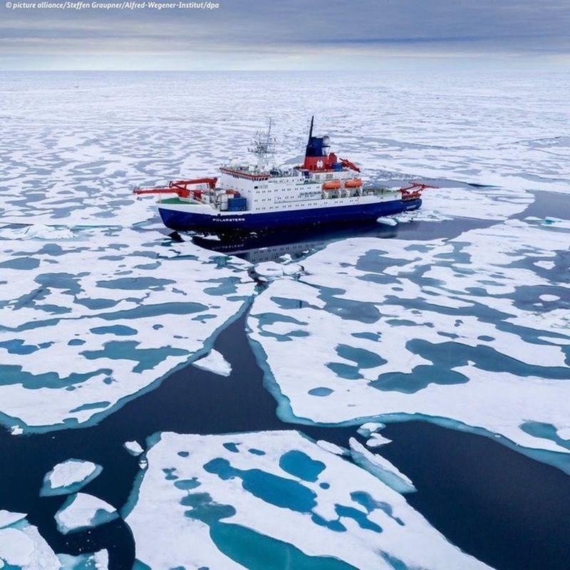 全球規模最大的北極考察團1年多前出發,研究氣候變遷如何影響北極。研究人員12日返抵德國,攜回北極海垂危的證據。(圖取自twitter.com/GermanyDiplo)