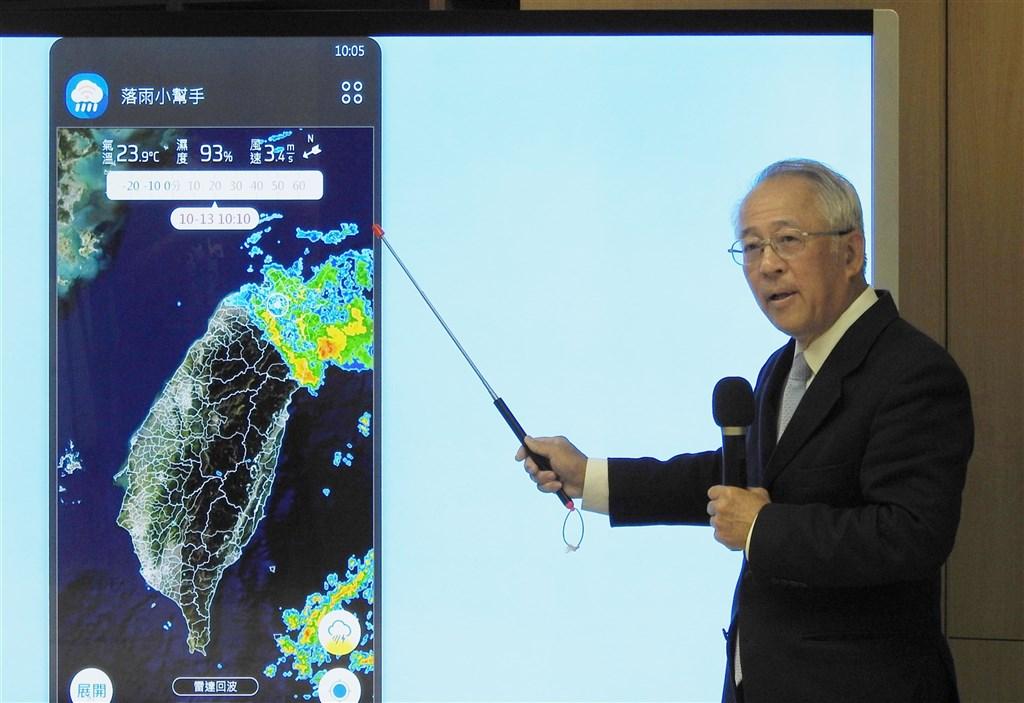 科技部於13日舉行記者會,國家災害防救科技中心主任陳宏宇表示,民眾使用落雨小幫手APP,就可以看到所在位置大約半徑10公里範圍之內,過去20分鐘到未來1小時的降雨趨勢。(科技部提供)中央社記者蘇思云傳真 109年10月13日