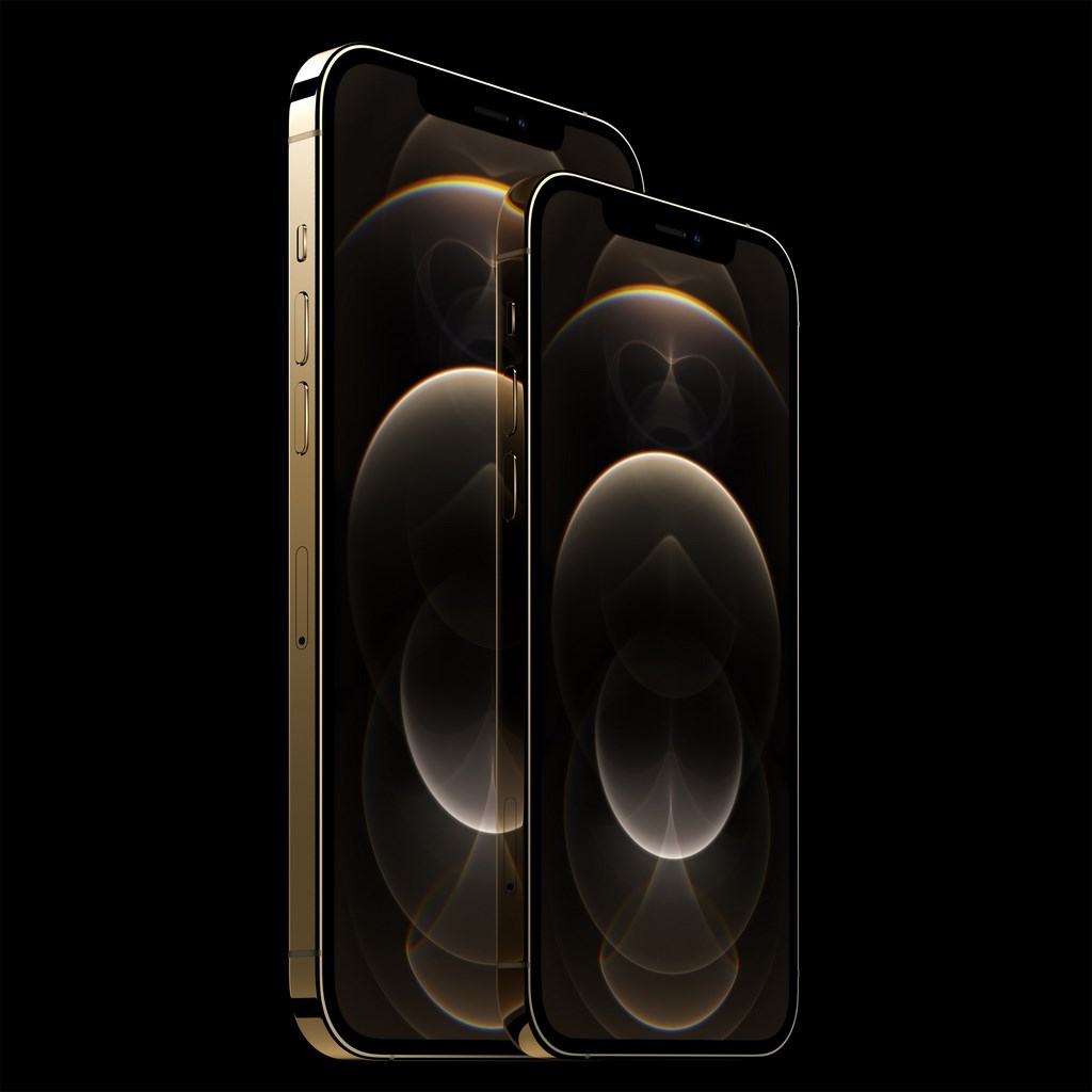 蘋果公司14日發表5G版iPhone 12系列手機,其中iPhone 12 Pro Max(左)採用iPhone歷來最大6.7吋超Retina XDR顯示器,最高解析度近350萬像素。(蘋果提供)中央社記者吳家豪傳真 109年10月14日