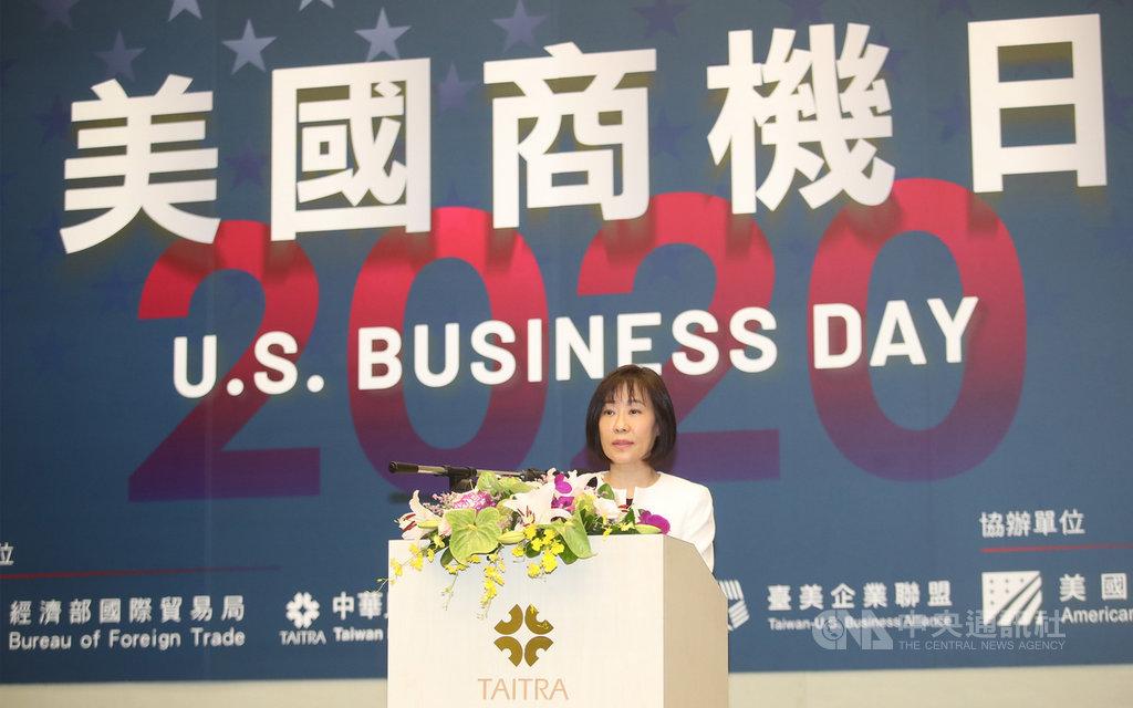 「2020年美國商機日」15日在台北國際會議中心舉行開幕典禮,經濟部國貿局長江文若向與會來賓致詞。中央社記者張新偉攝  109年10月15日