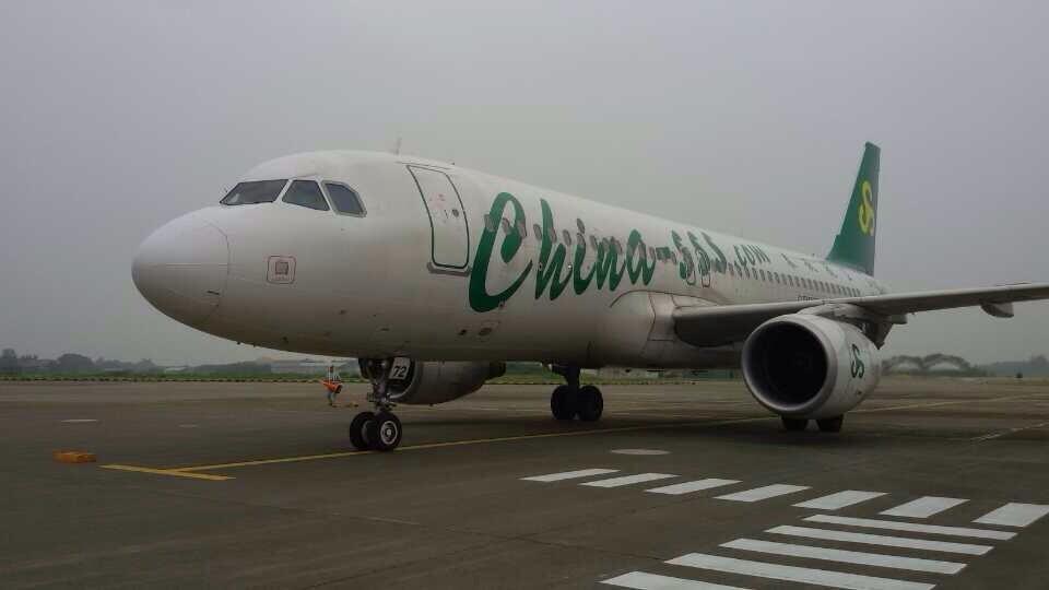 中國春秋航空公司一架班機日前以「乘客有精神類疾病情緒激動」為由拒絕一名憂鬱症患者登機,事後遭投訴引發熱議。(圖取自facebook.com/SpringAirlinesTW)
