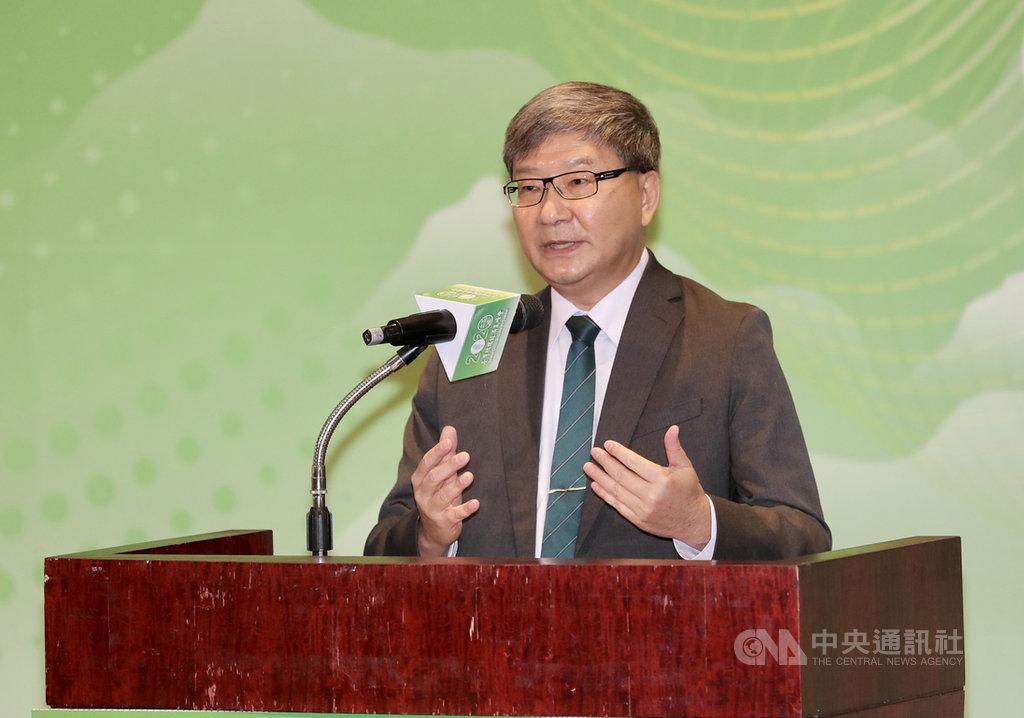 經濟部、環保署及農委會16日合辦「2020台灣循環經濟高峰會」,盤整國內產業,就塑膠、營建、農業議題進行循環經濟探討,環保署副署長沈志修(圖)致詞時表示,希望能建構台灣的循環經濟,透過產業交流,讓各國了解台灣在循環經濟的努力。中央社記者張皓安攝 109年10月16日