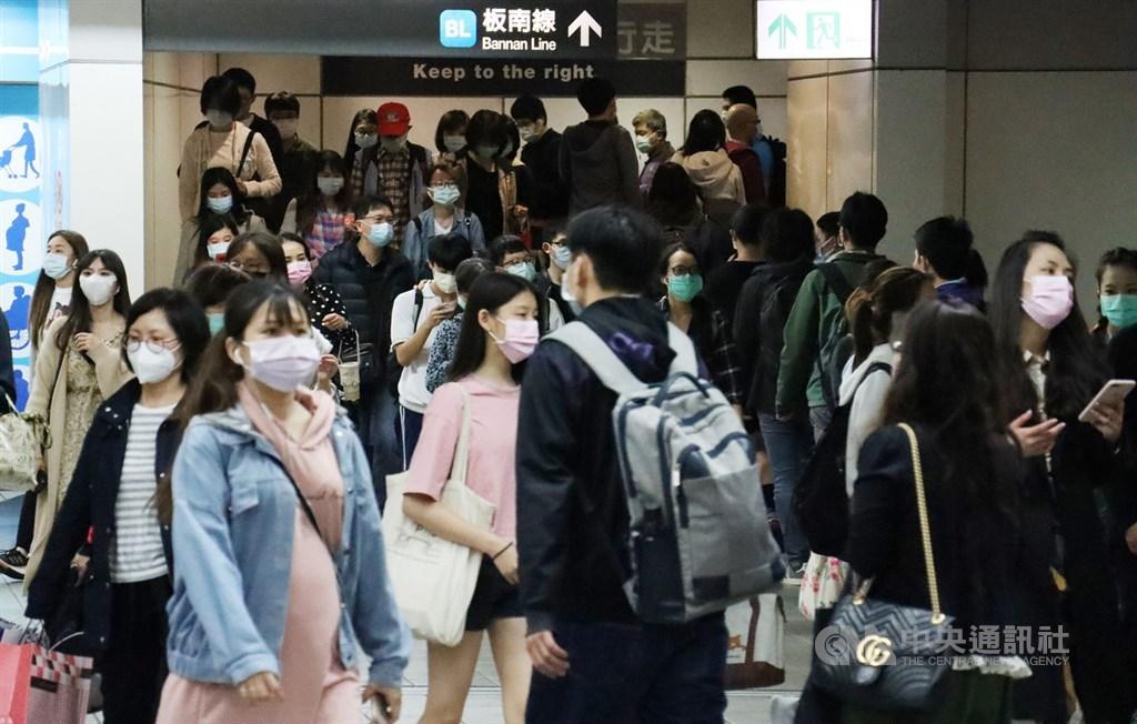 台北捷運表示,19日起針對西門、龍山寺、淡水、板橋、忠孝復興、台北車站等運量大的車站加強查緝逃票。(中央社檔案照片)