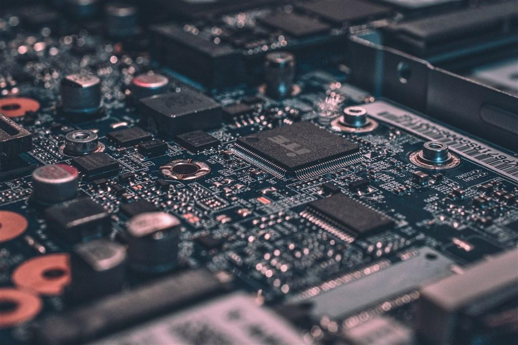 市調機構集邦科技預估,宅經濟效應持續發酵,加上智慧手機出貨動能恢復,明年全球IC設計業將成長5.4%。(圖取自Unsplash圖庫)
