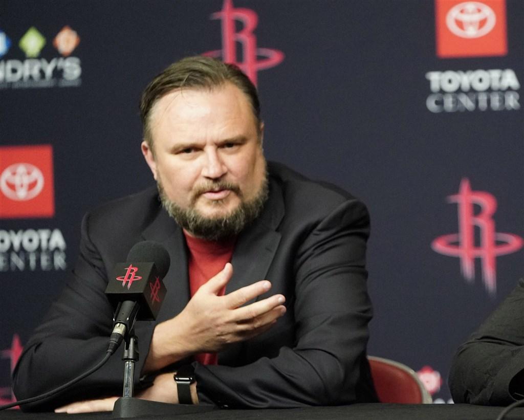 曾因推文聲援香港「反送中」運動,導致中國與NBA決裂的火箭總經理摩瑞15日宣布請辭。(圖取自facebook.com/darylmoreyofficial)