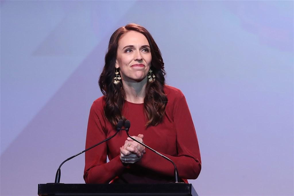 紐西蘭17日舉行國會選舉,法新社報導,在開完75%的選票後總理阿爾登領導的執政黨工黨得票率49%,篤定贏得這次選舉。(法新社)